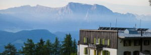 Haus vor Berg-Panorama